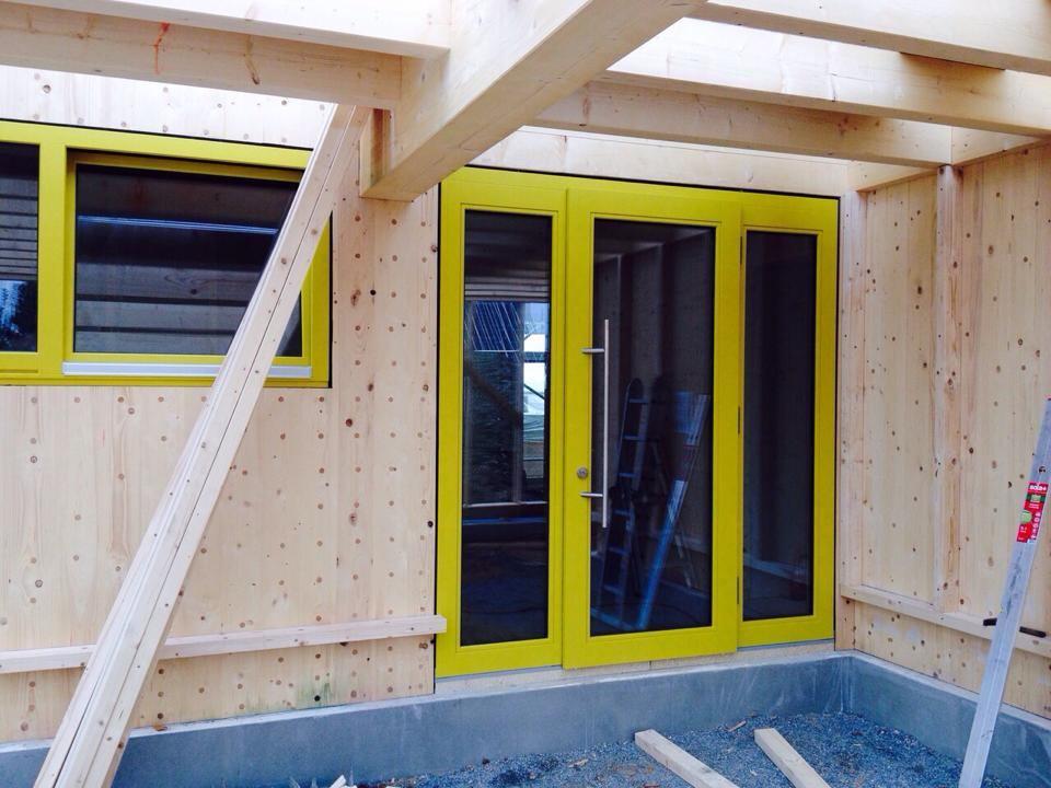holzfenster-gelb-lackiert-1