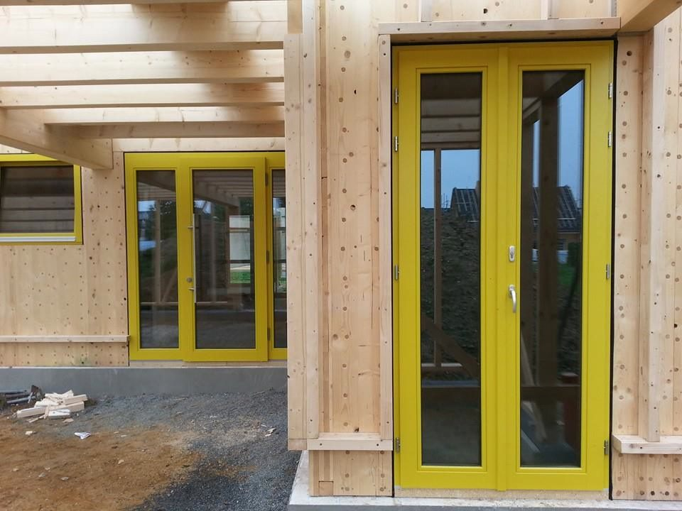 holzfenster-gelb-lackiert-2
